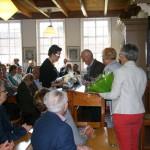 (Ger)-van-de-Velde-de-Wilde-burgemeester-tholen-opening-seizoen-2015-meestoof-bloemen-2